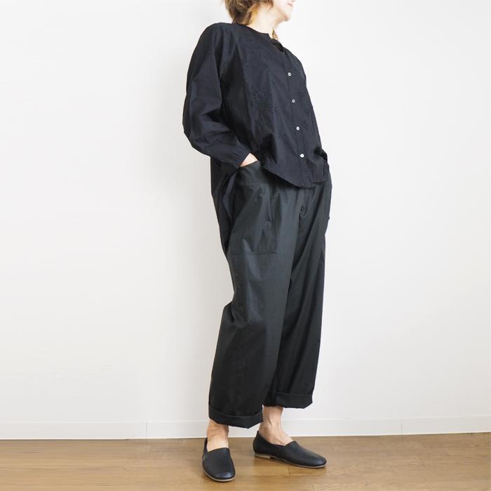 MIDIUMISOLID ミディウミソリッド 刺繍ロングシャツ バンドカラー イレギュラー丈 ベージュ ブラック レディース