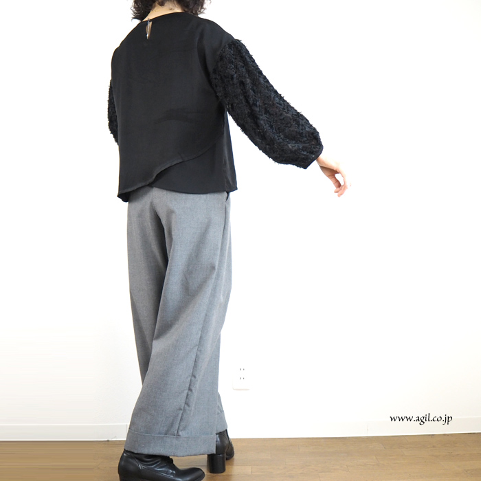 isato design works (イサトデザインワークス)  カットジャガード袖クルーネックブラウス レディース